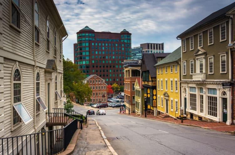 shutterstock 231797182 e1610402444341 Los 20 peores lugares para vivir en Rhode Island