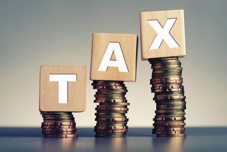 shutterstock 313474802 scaled e1585238365461 Qué es el impuesto OASDI y por qué es importante
