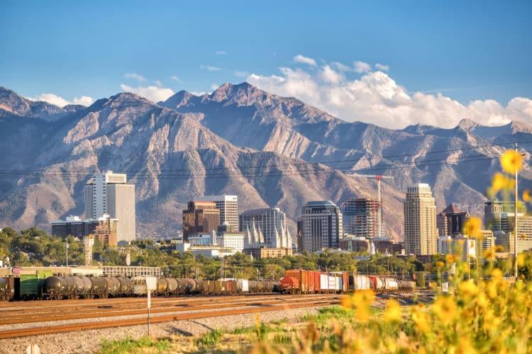 shutterstock 325966574 scaled e1591709453128 Cómo solicitar el desempleo en Utah