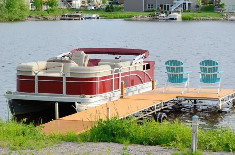 shutterstock 429285148 e1597851805446 Las cinco mejores escaleras para pontones del mercado actual
