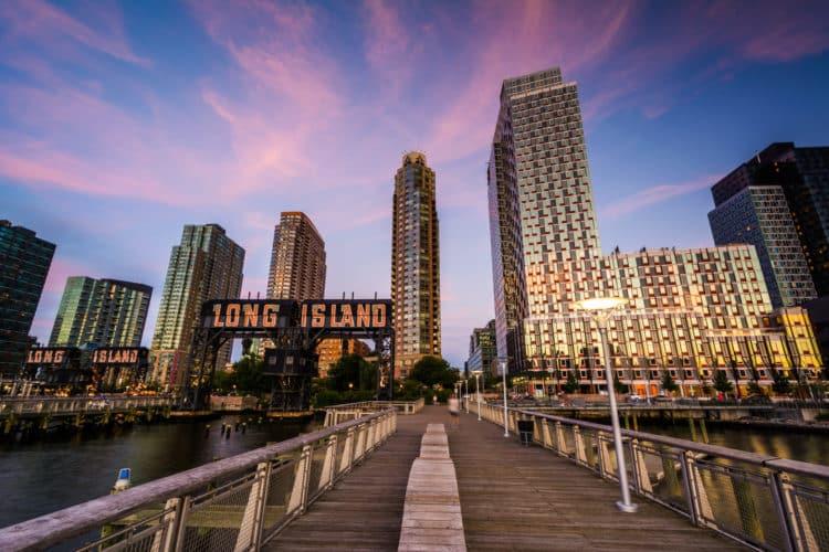 shutterstock 459787249 scaled e1591646244395 Las 20 mejores cosas para hacer en Queens, NY para principiantes