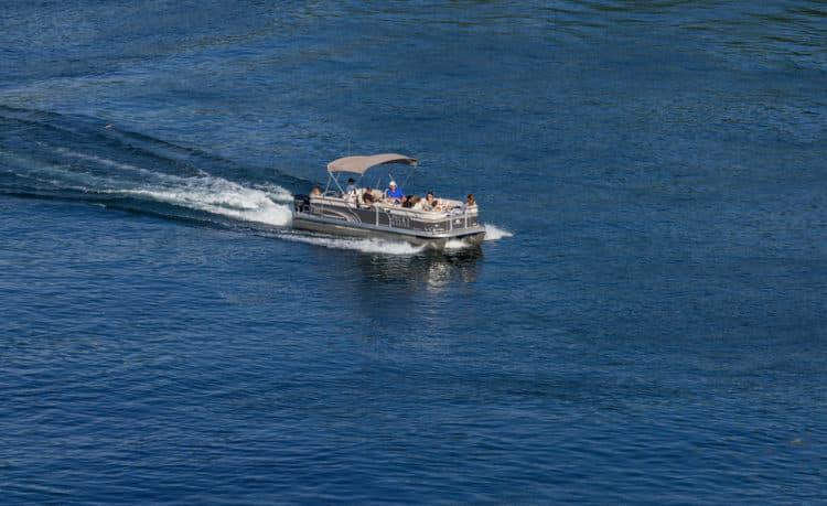 shutterstock 530592811 1 e1598529229428 ¿Cuáles son sus mejores opciones para el suelo de pontones?