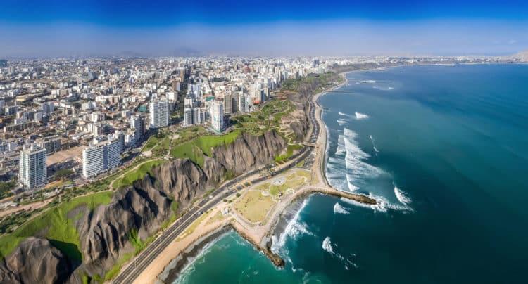 shutterstock 682350025 e1614861111603 Una guía para viajeros de las mejores playas de Lima, Perú