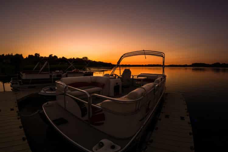 shutterstock 724603309 e1598011116527 Los cinco mejores kits de botes de pontones del mercado actual