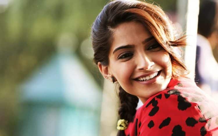 sonam kapoor in khoobsurat disney movie Las 20 actrices de Bollywood más ricas del mundo (actualizado para 2020)