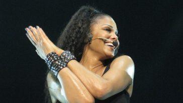 Janet Jackson Number Ones Tour in England e1581872706114 El patrimonio neto de Janet Jackson es de $ 190 millones (actualizado para 2020)