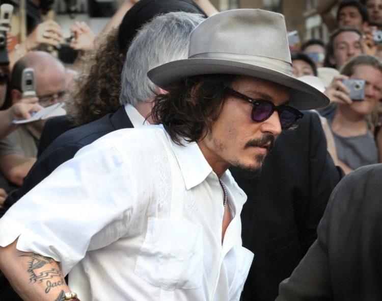 Johnny Depp e1579787947632 Johnny Depp logró un patrimonio neto de $ 400 millones (actualizado para 2020)