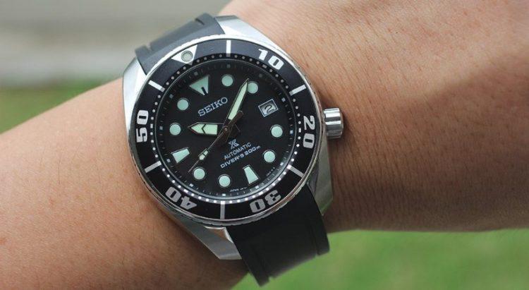 Seiko SBDC031 Prospex Sumo Automatic Dive Watch Los 5 mejores relojes de buceo Seiko del mercado actual