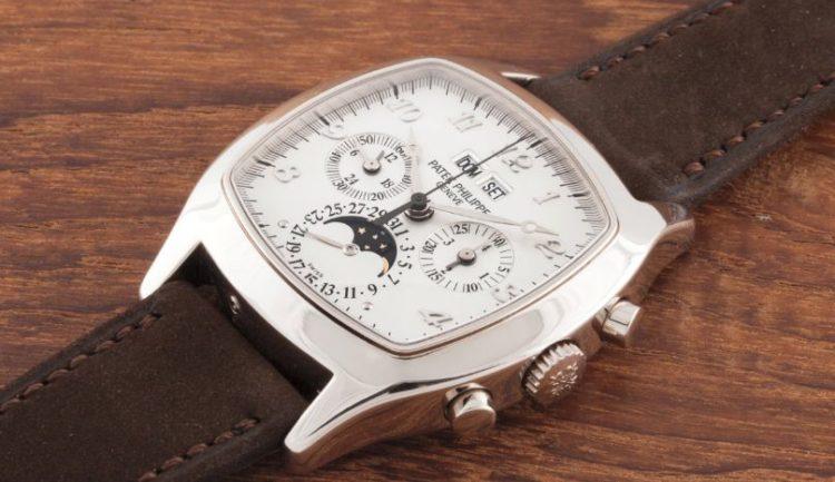 Unique Cushion shaped Singe Button Chronograph in 18k White Gold Los 5 mejores relojes Patek Philippe de edición especial de todos los tiempos