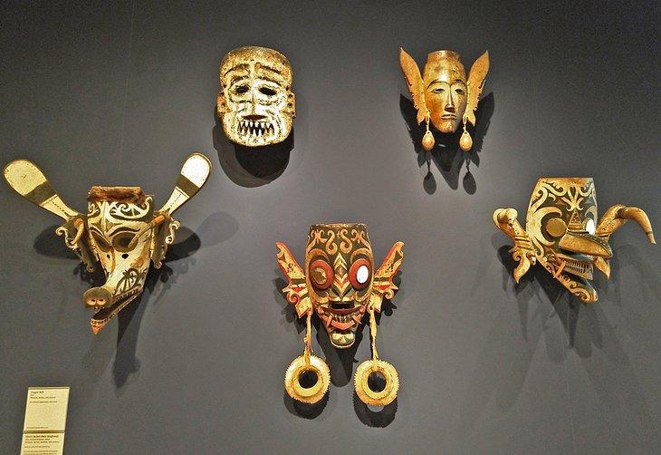Máscaras tribales en la Galería de Arte de la Universidad de Yale