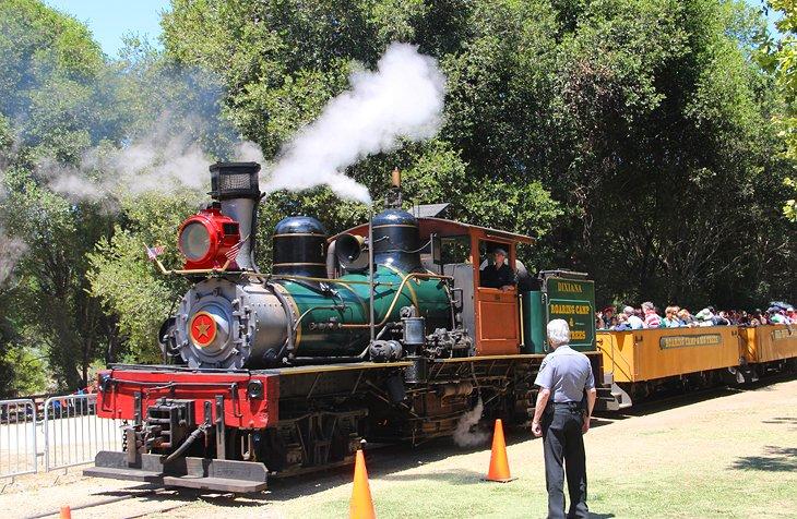 Ferrocarril del campamento rugiente