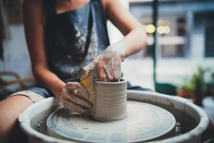 Juega con arcilla en Silver Canyon Pottery