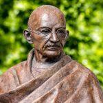 shutterstock 681648289 scaled e1585158574345 20 citas de Gandhi que se aplican a los negocios