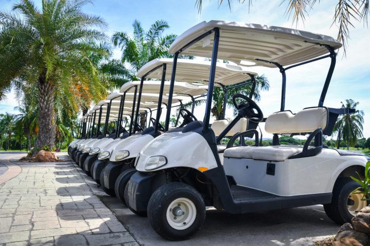 Viajar en un carrito de golf