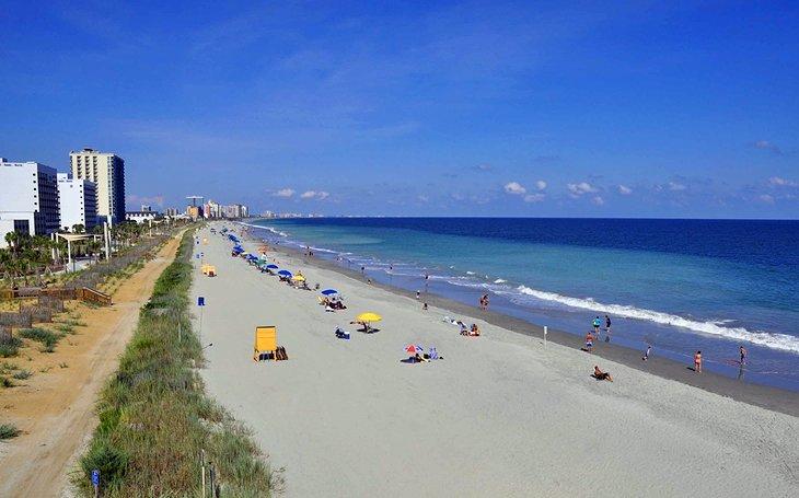 south carolina myrtle beach long view with umbrellas 15 mejores atracciones y cosas para hacer en Myrtle Beach, SC