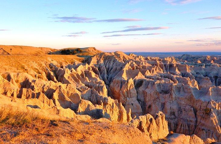 south dakota badlands national park landscape 11 mejores parques nacionales y estatales en Dakota del Sur