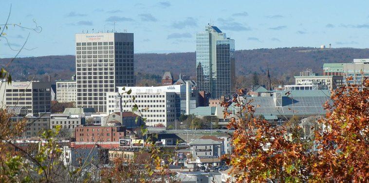 1200px Downtown Worcester Massachusetts Cinco estafas de dinero a tener en cuenta en Craigslist Worcester