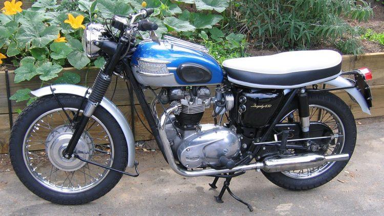 1200px Triumph Trophy TR6R 1964 Las cinco mejores motocicletas Triumph de los 90