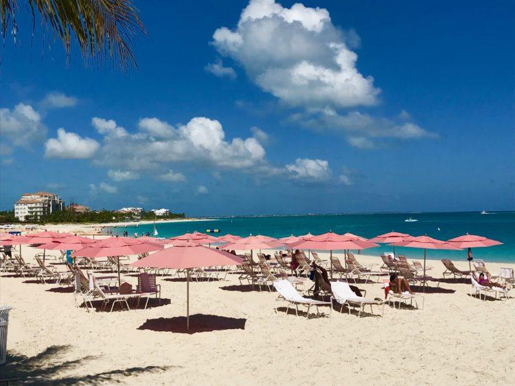 2. Grace Bay Beach in front of Ocean Club 5 razones para amar los Ocean Club Resorts, Islas Turcas y Caicos