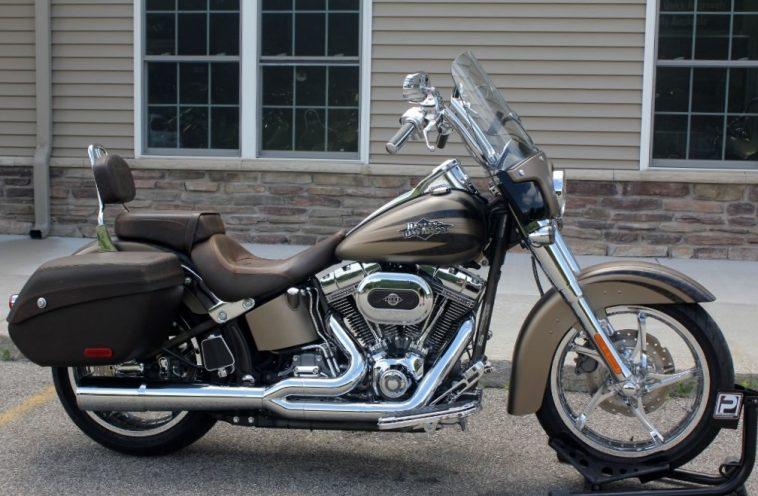 2012 Harley Davidson CVO Softail Convertible Una mirada más cercana a la Harley Davidson CVO Softail Convertible 2012