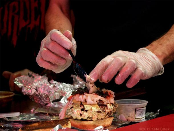666 Douche Burger Las 10 hamburguesas más caras de la historia de los restaurantes