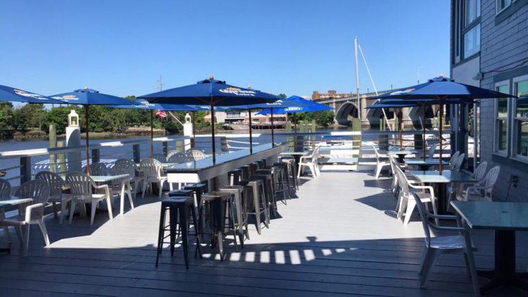Restaurante y puerto deportivo Al's Waterfront