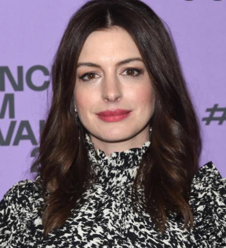 Anne Hathaway .Anne Hathaway patrimonio neto de $ 50 millones 2021