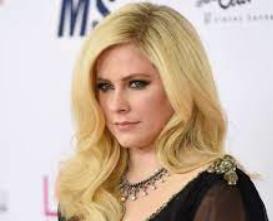Avril Lavigne .Avril Lavigne patrimonio neto de $ 50 millones 2021