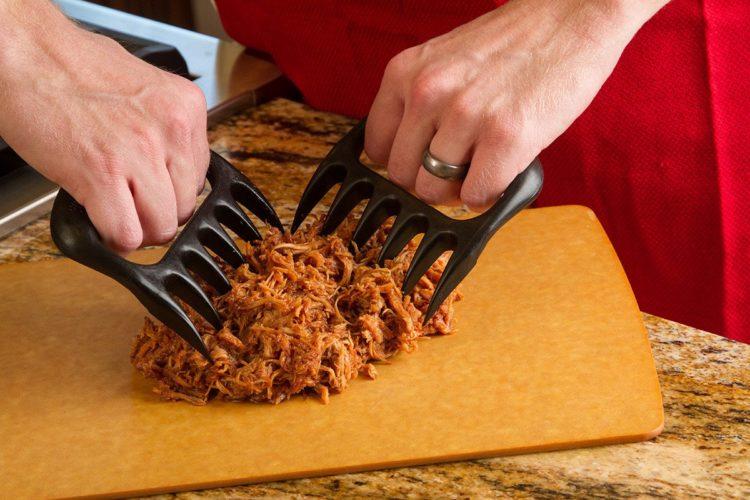 BearPawsPulling WEB Las cinco mejores trituradoras de carne del mercado actual