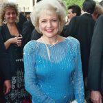 Betty White e1580754178577 El patrimonio neto de Betty White es de $ 75 millones (actualizado para 2020)