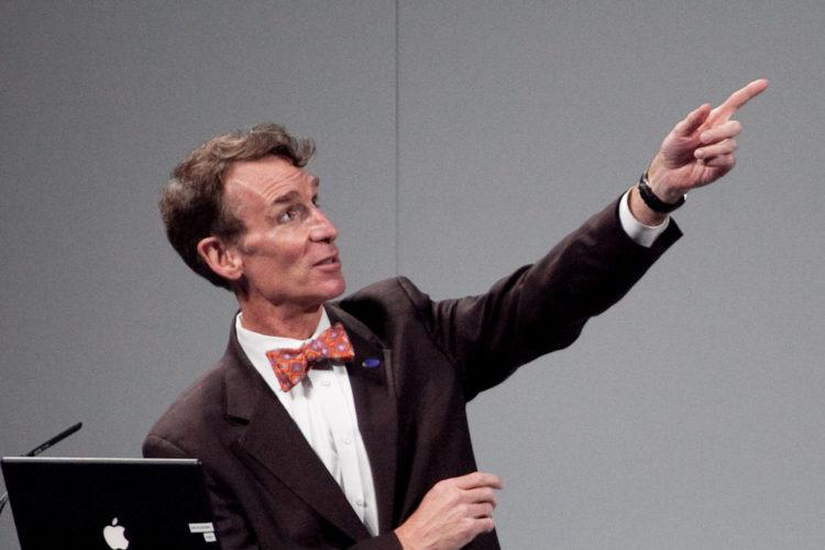 Bill Nye 1 scaled e1580739486553 El patrimonio neto de Bill Nye es de $ 6.5 millones (actualizado para 2020)