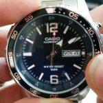 Casio Mens MTD 1079D 1AVCF Super Illuminator Diver Analog Display Quartz Silver Watch YouTube Photo Los 10 mejores relojes a prueba de agua por menos de $ 100
