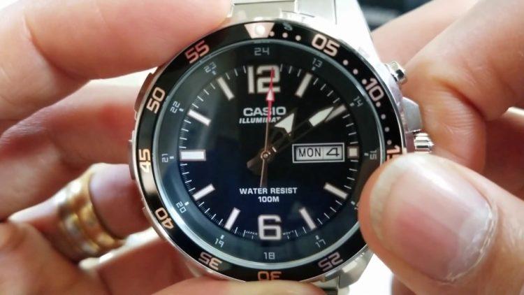 Casio MTD-1079D-1AVCF Super Illuminator Diver Reloj analógico de cuarzo plateado con pantalla para hombre Foto de YouTube