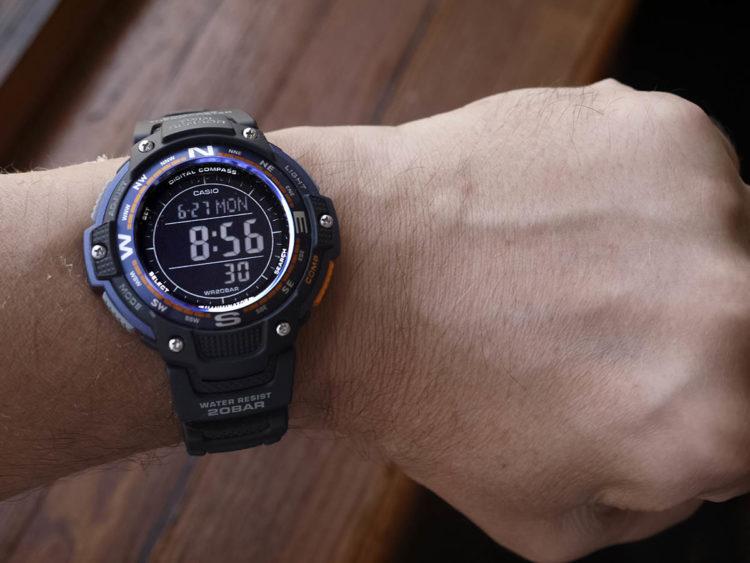 Casio SGW 100 2BCF Negative Display Compass Watch 010 Los cinco mejores relojes a prueba de agua por menos de $ 100