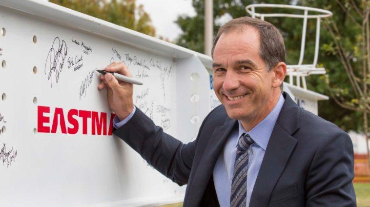Costa 10 cosas que no sabías sobre el director ejecutivo de Eastman Chemical, Mark Costa