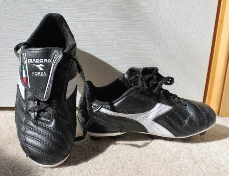 Diadora Boys Girls Black White Diadora Forza Outdoor Soccer Shoes Us 1 Uk 13.5 2202949405 Los cinco mejores modelos de zapatillas Diadora