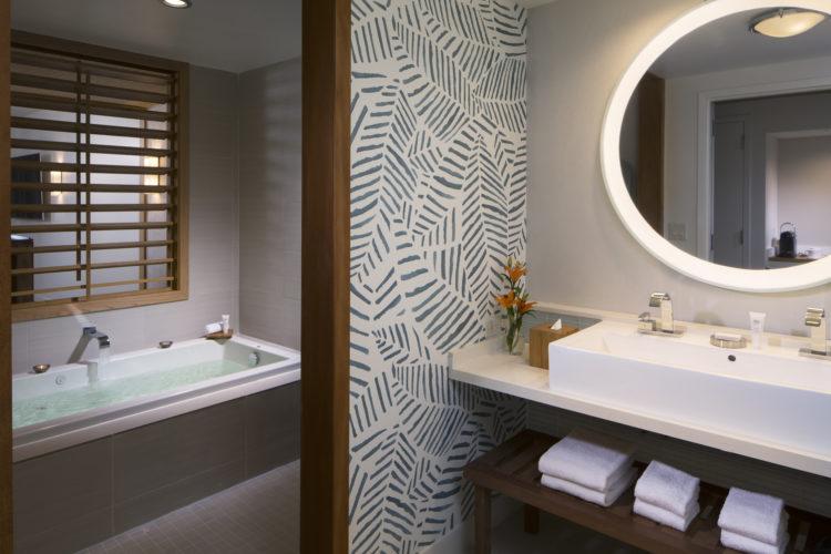 ERC Junior Suite Bathroom 10 razones por las que Eden Roc Miami Beach es el hotel perfecto para combinar trabajo y diversión