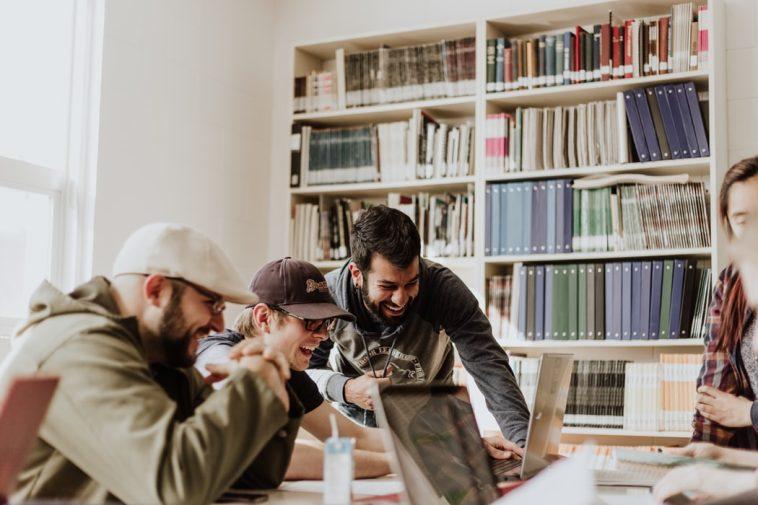 Employees Cuatro habilidades blandas esenciales que los líderes pueden adoptar para un crecimiento espectacular y empleados felices