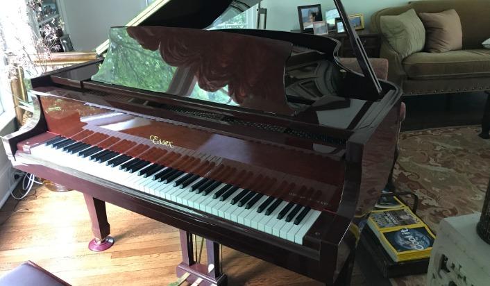 Piano de cola Essex Baby