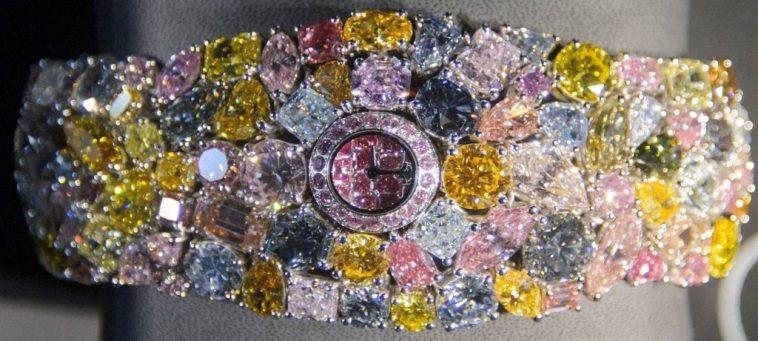 Griff watch 1024x460 Una mirada más cercana a la alucinación de diamantes Graff de $ 55 millones