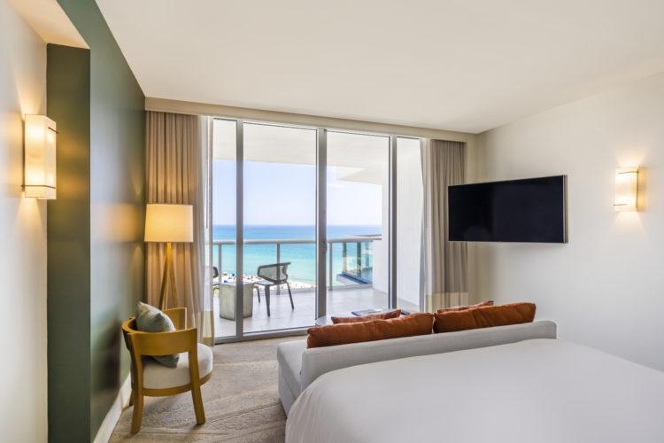 Junior Suite 10 razones por las que Eden Roc Miami Beach es el hotel perfecto para combinar trabajo y diversión