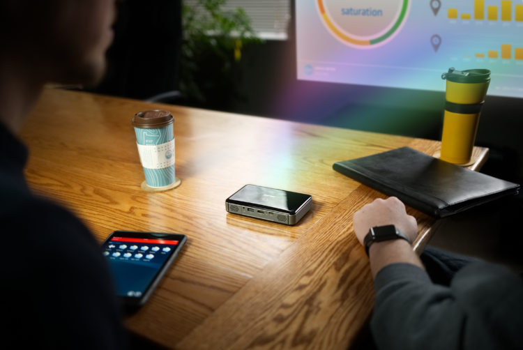 MP300A with Flare Los cinco mejores mini proyectores de oficina del mercado actual