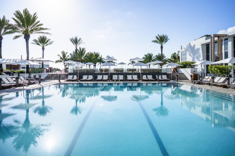 Main Pool 6 1 10 razones por las que Eden Roc Miami Beach es el hotel perfecto para combinar trabajo y diversión
