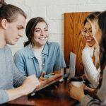 Meeting Cinco pasos para capacitar a los empleados para transformar a los clientes en fanáticos