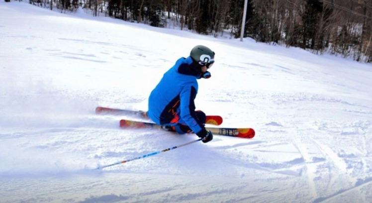 Meier Volviendo local con los esquís Quickdraw de Meier