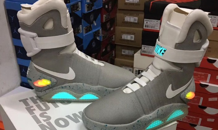 Nike Air Mag Back to the Future 2016 Una mirada más cercana a la Nike Air Mag Back to the Future 2016 de $ 26,000