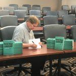 Peter Weedfald book signing July 2018 El rechazo es tu mejor protección