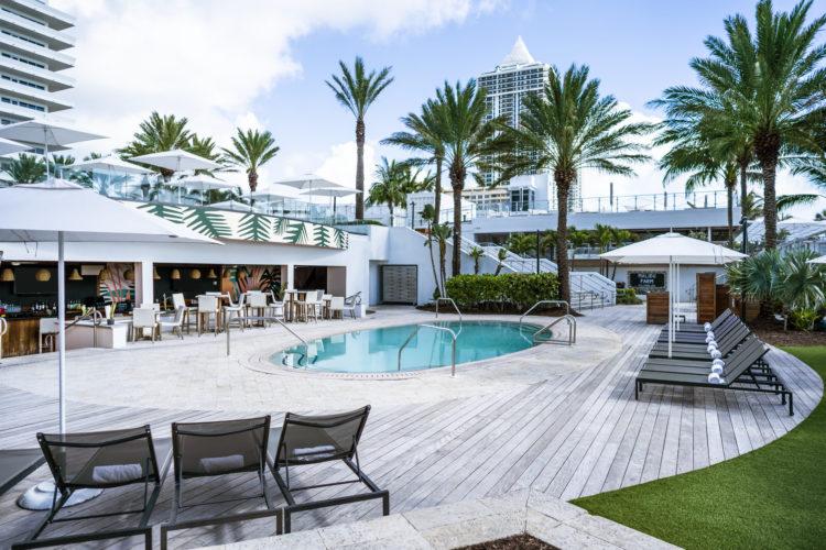 Playabar and Pool at Playabar 10 razones por las que Eden Roc Miami Beach es el hotel perfecto para combinar trabajo y diversión
