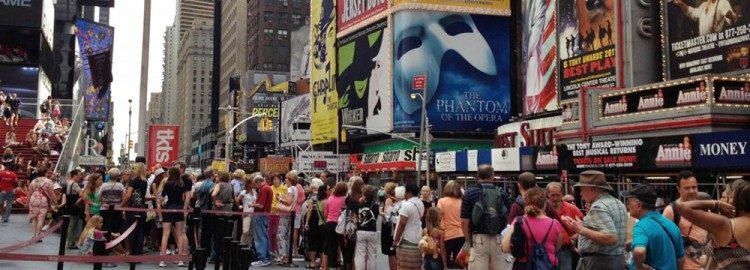 Rushing the theater 10 consejos para conseguir asientos increíbles en espectáculos de Broadway por menos dinero
