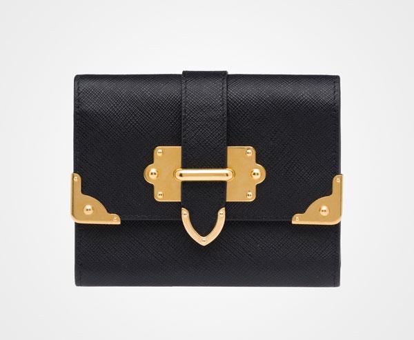 Saffiano leather flap with metal Las carteras de Prada más caras que puedes comprar ahora mismo